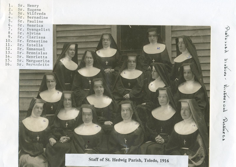 Sister-of-St.-Francis-at-St-Hedwig-School-1916-Srs.-in-ministry1