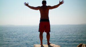 vacation-man-ocean